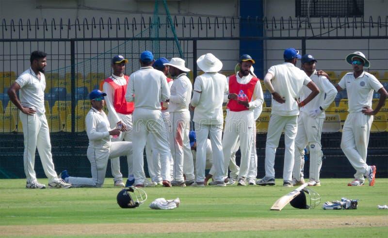 La réunion d'équipe, boit la coupure dans le cricket photographie stock libre de droits