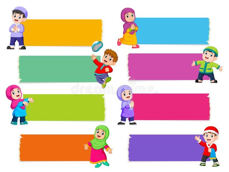 La raccolta del bordo in bianco con il colore differente con i bambini islamici royalty illustrazione gratis