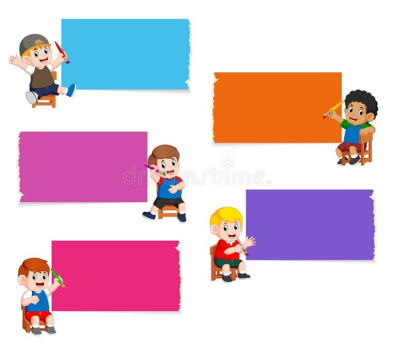 La raccolta del bordo in bianco nel colore differente con i bambini che tengono la pittura della spazzola illustrazione vettoriale