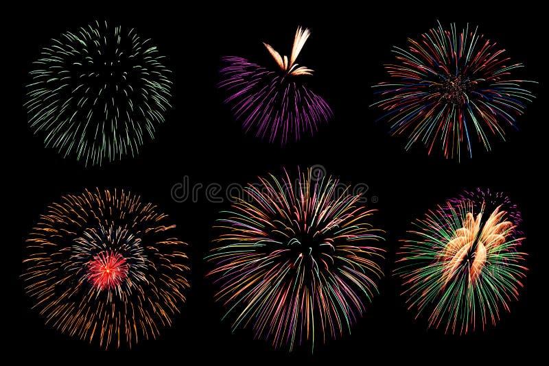La raccolta del fuoco d'artificio e l'insieme dei fuochi d'artificio variopinti si accendono sulla b fotografia stock
