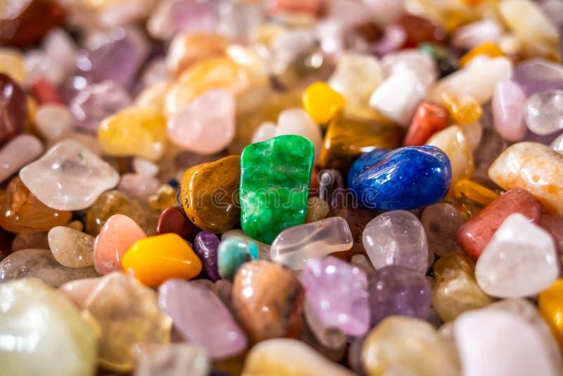 La raccolta di belle pietre minerali si chiude su immagini stock