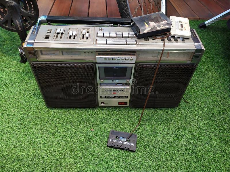 La radio vieja y gastada de la cinta fotografía de archivo libre de regalías