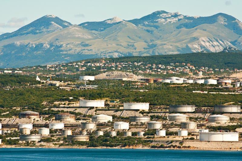 La raffineria vicino a Rijeka immagine stock