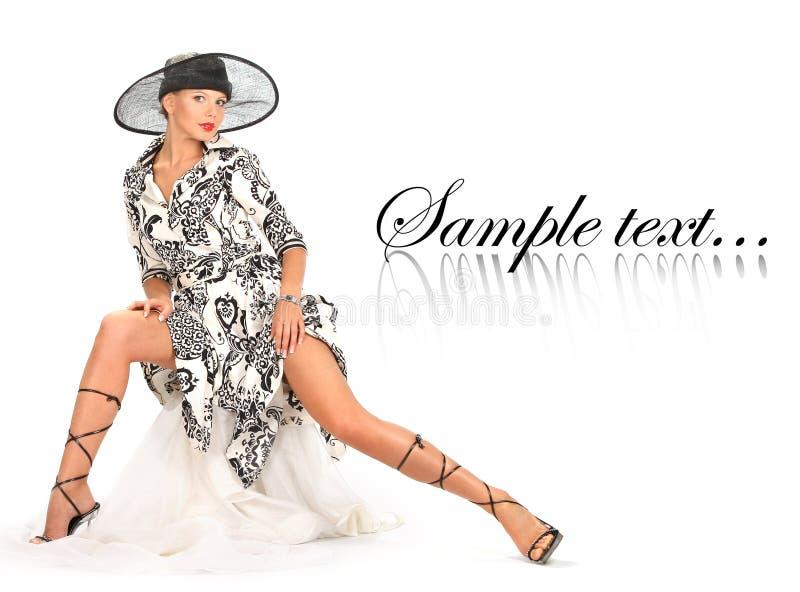 Download La Ragazza è In Un Cappello Immagine Stock - Immagine di faccia, modello: 7317783
