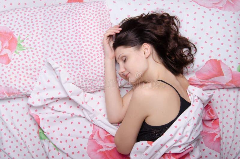 La ragazza è in un sonno profondo immagine stock libera da diritti