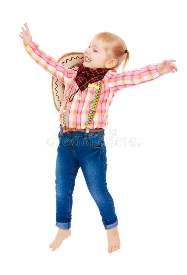 La ragazza allegra nel cowboy dei vestiti salta per la gioia immagini stock libere da diritti