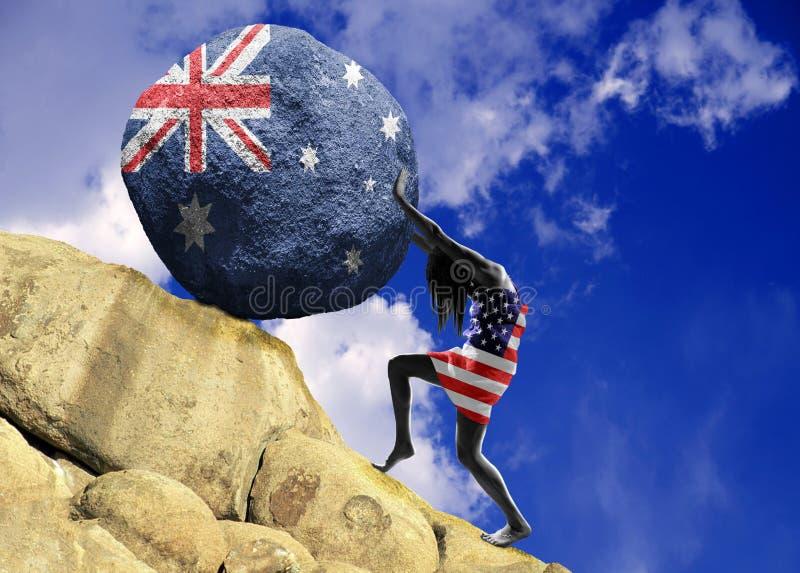 La ragazza, avvolta nella bandiera degli Stati Uniti d'America, alza una pietra alla cima sotto forma di siluetta della bandiera fotografie stock libere da diritti