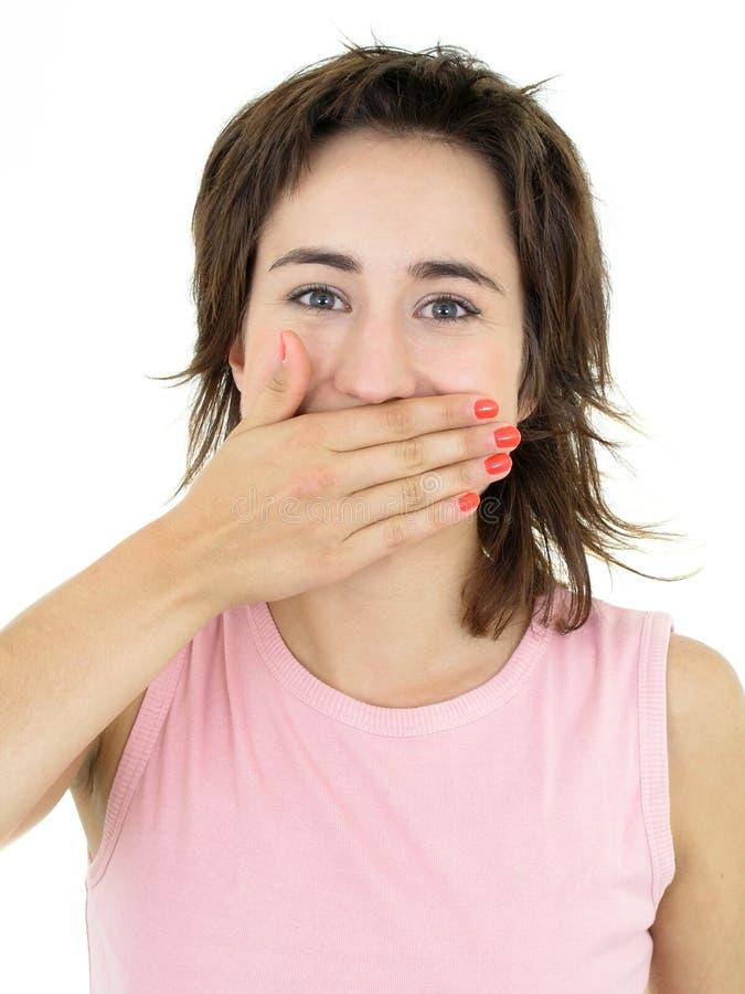 La ragazza che ride con lei cosegna la sua bocca fotografia stock libera da diritti