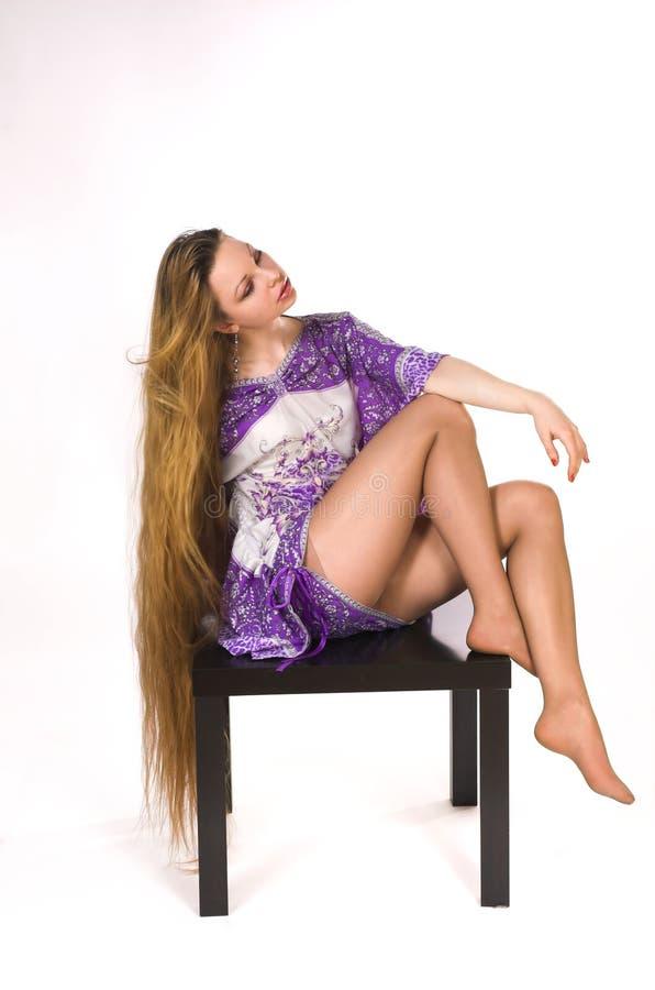 La ragazza con capelli lunghi fotografia stock