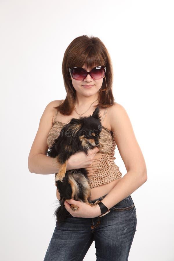 La ragazza con il cagnolino immagine stock libera da diritti