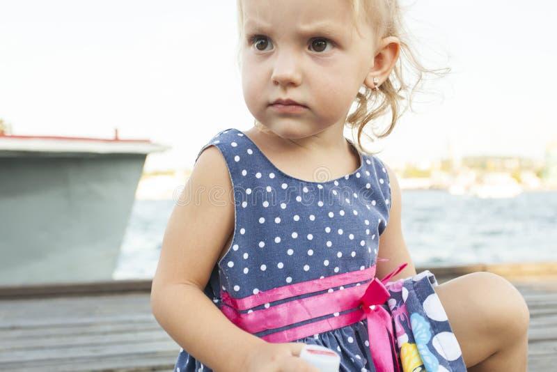 La ragazza con un fronte triste immagine stock libera da diritti
