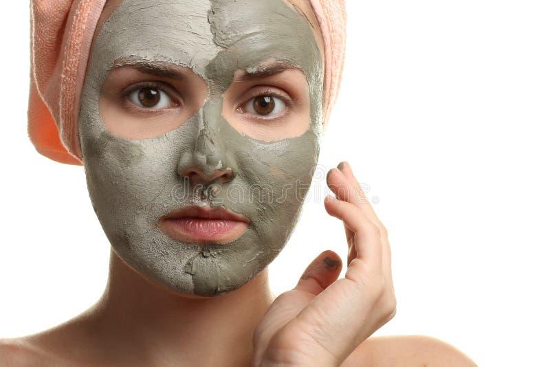 La ragazza con una maschera di argilla immagine stock libera da diritti
