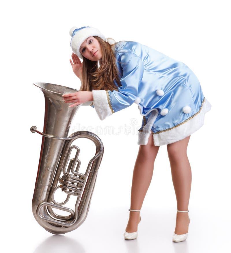 La ragazza della Santa sente il grande trumphet immagine stock