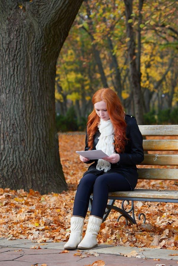 La ragazza della testarossa nel parco della citt di - Una valigia sul letto streaming ...