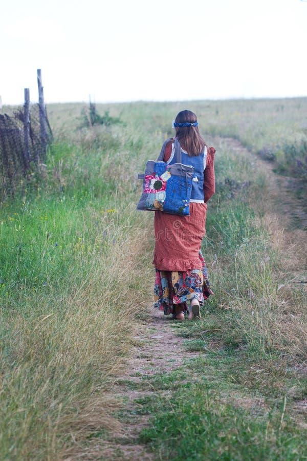 La ragazza di hippy va immagini stock libere da diritti