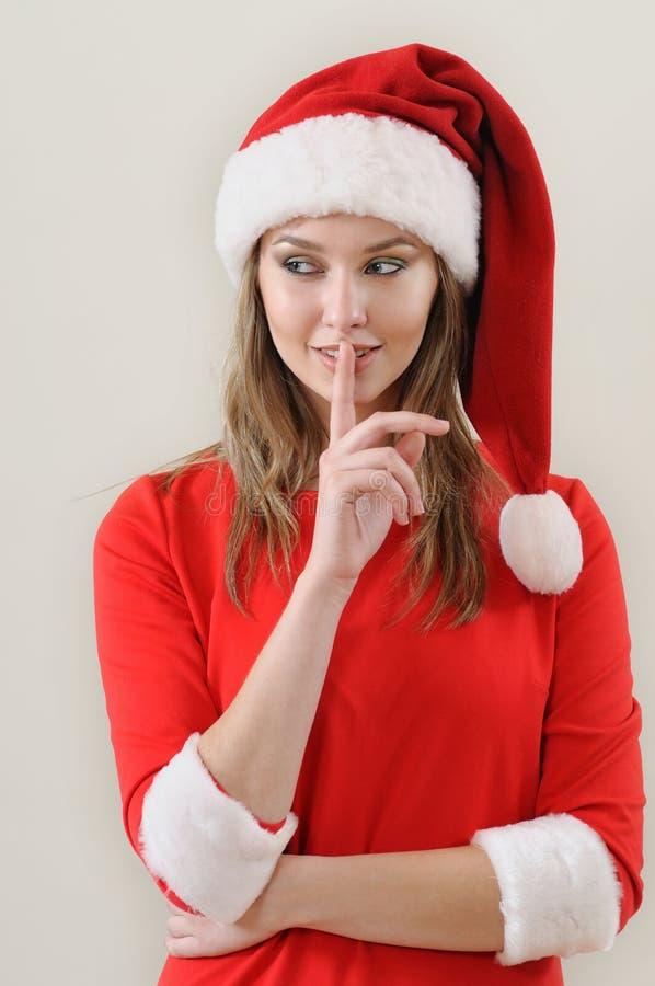 La ragazza di modestia weared in Santa che mostra il silenzio canta fotografia stock