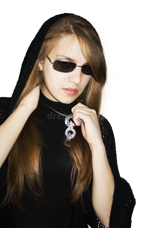 La ragazza di modo ha i vestiti neri. fotografia stock libera da diritti