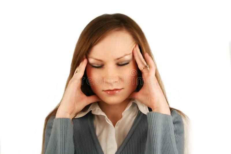 La ragazza hurted con una testa immagini stock