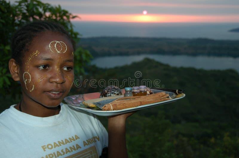 La ragazza malgascia sulla cima di curioso è immagini stock libere da diritti