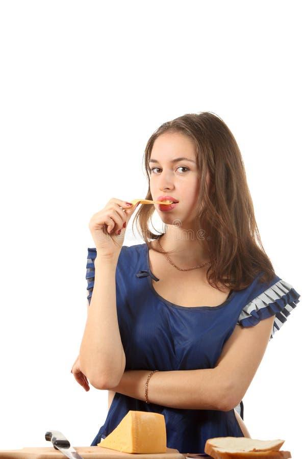 La ragazza mangia il formaggio fotografia stock