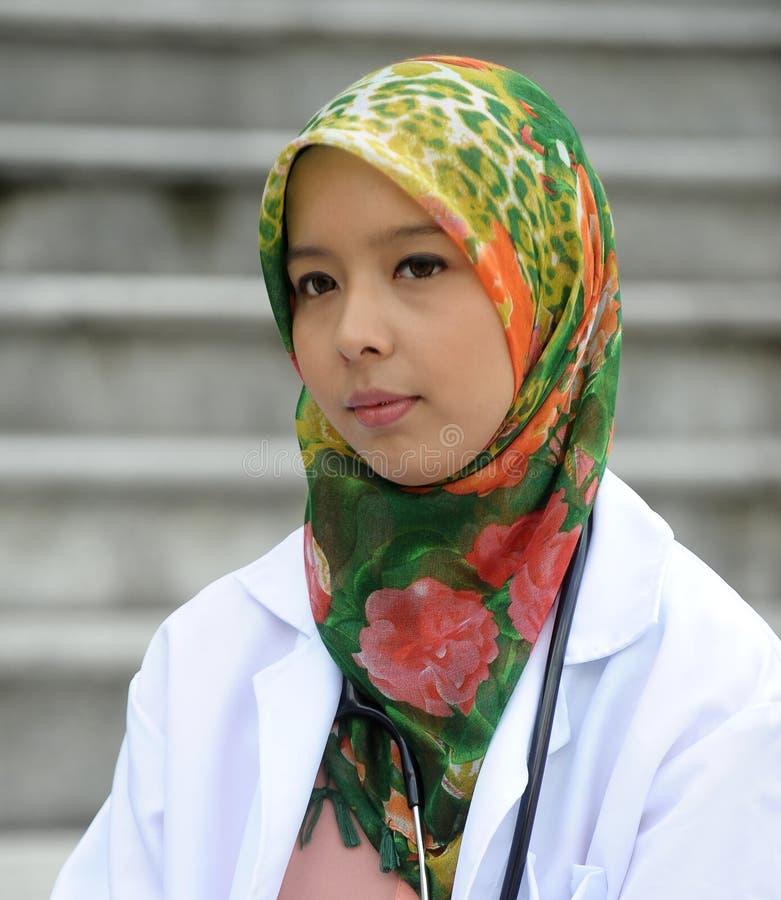 Ragazza medica con la sciarpa fotografia stock