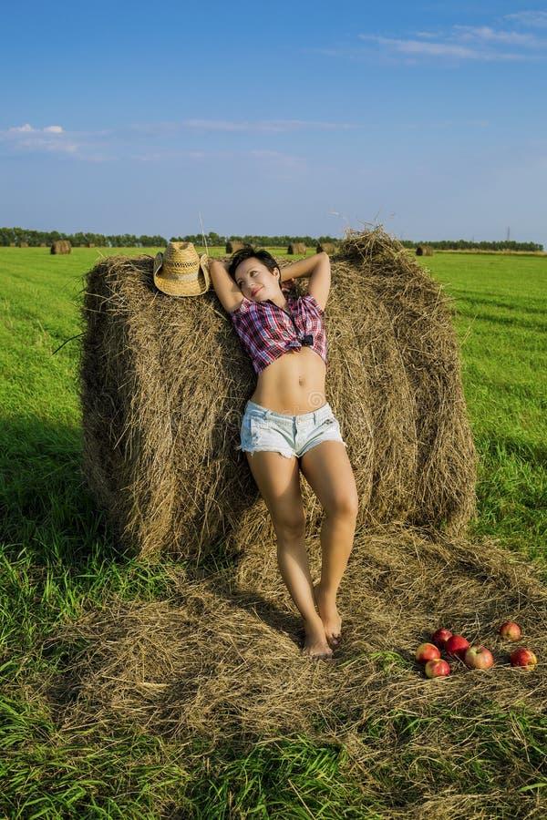 La ragazza nel cappello da cowboy fotografia stock libera da diritti