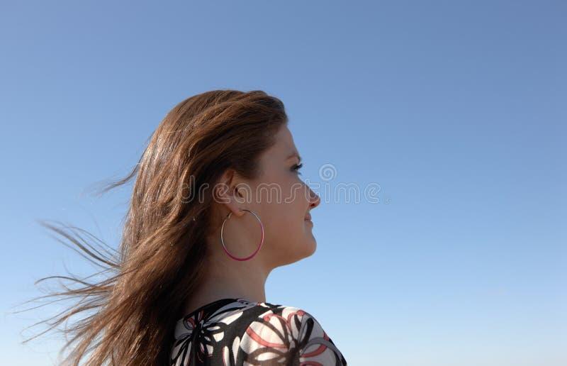 La ragazza osserva in avanti immagine stock libera da diritti