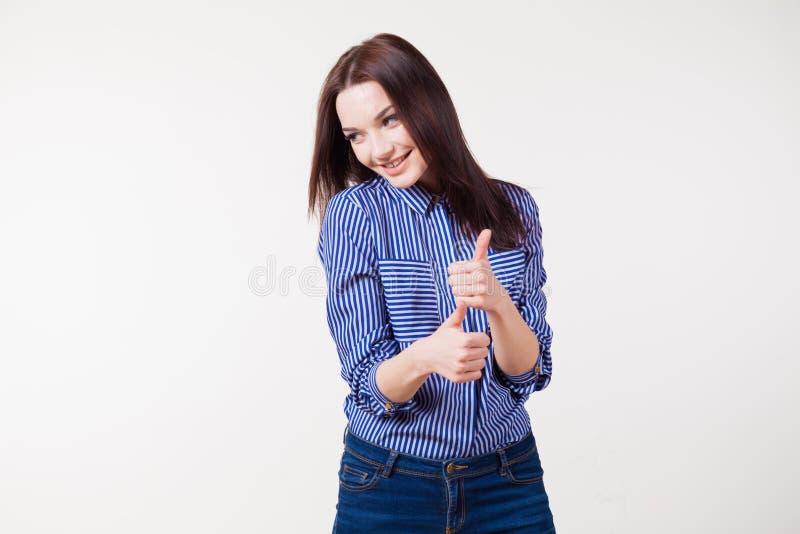 La ragazza piacevole rivela il buon dito fotografia stock libera da diritti