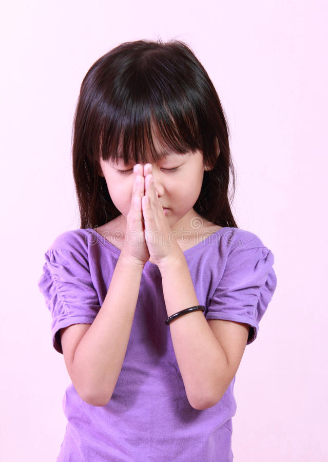 La ragazza prega fotografia stock libera da diritti