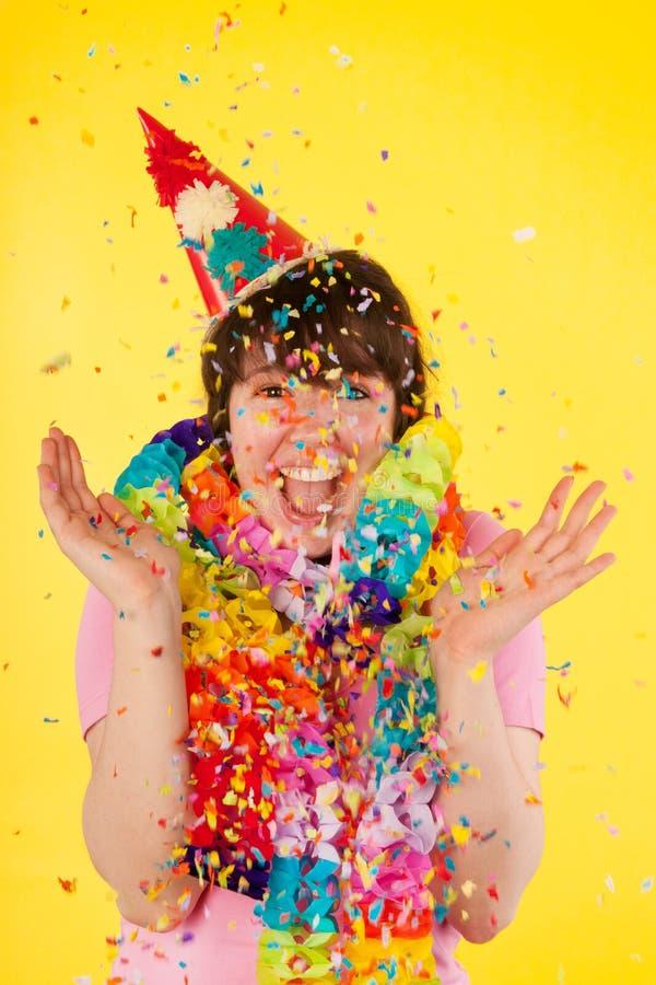 La ragazza sta avendo un compleanno stunning fotografie stock libere da diritti