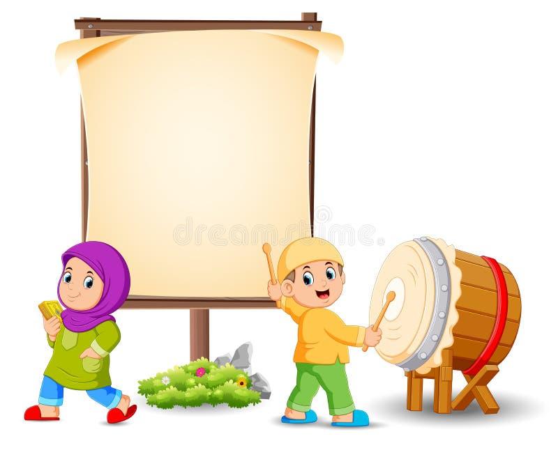 la ragazza sta posando vicino all'insegna in bianco ed il ragazzo sta colpendo il tamburo illustrazione di stock