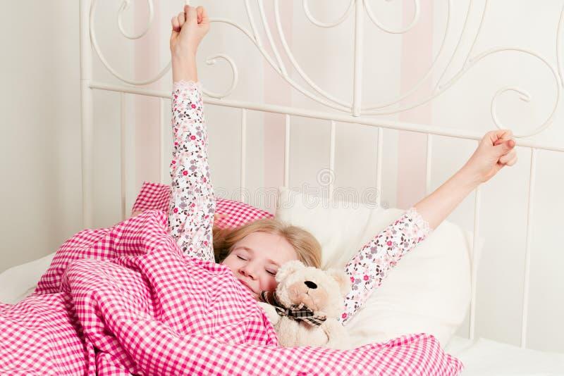 La ragazza sveglia di mattina fotografie stock
