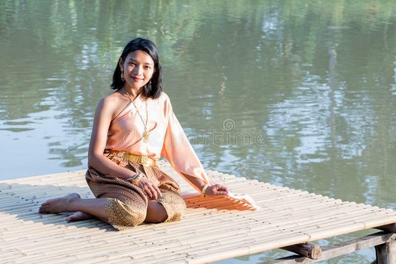 La ragazza tailandese nel costume storico fotografia stock