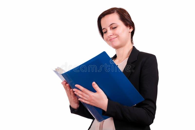 La ragazza tiene la cartella aperta con i documenti fotografie stock libere da diritti
