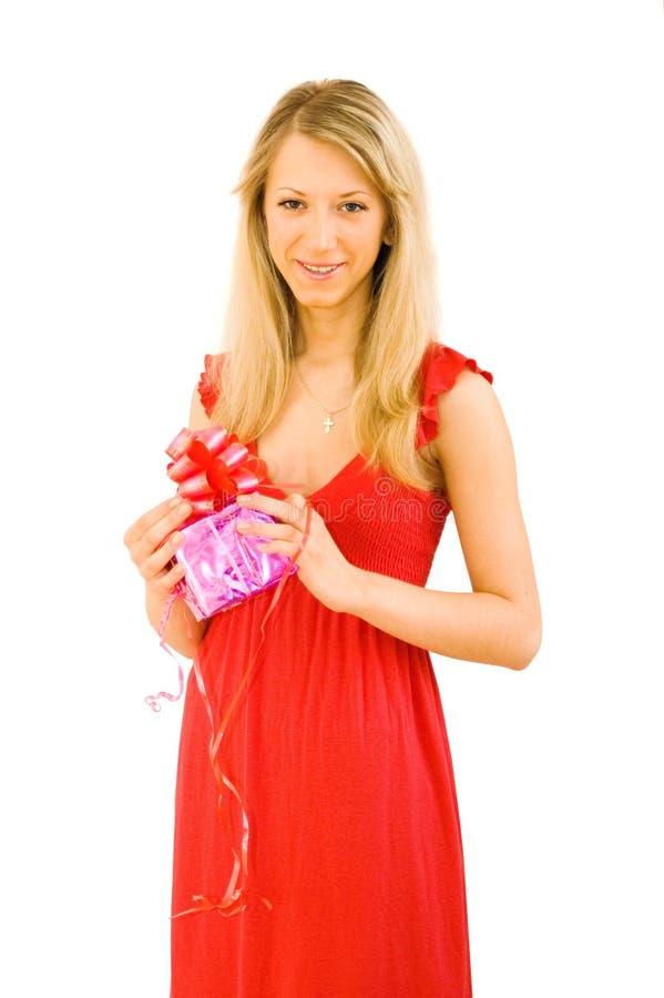 La ragazza tiene un regalo immagini stock libere da diritti
