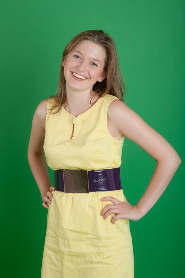 La ragazza in un vestito giallo immagine stock