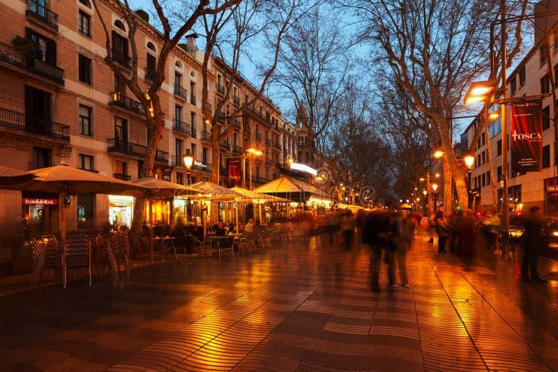 La Rambla na noite. Barcelona fotografia de stock