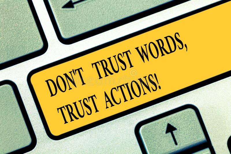 La rappresentazione concettuale Don T di scrittura della mano si fida delle azioni della fiducia di parole Testo della foto di af immagini stock libere da diritti