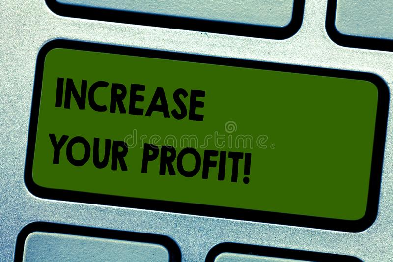 La rappresentazione del segno del testo aumenta il vostro profitto La foto concettuale fa più soldi migliorare la chiave di tasti fotografia stock