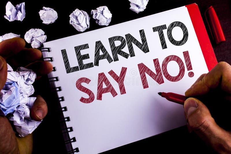 La rappresentazione della nota di scrittura impara non dire chiamata motivazionale La foto di affari che montra il consiglio di i fotografia stock