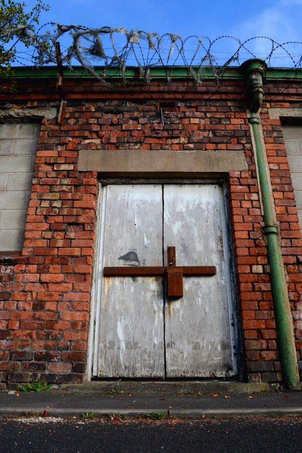 La rata en puerta vieja foto de archivo. Imagen de marco - 34553136