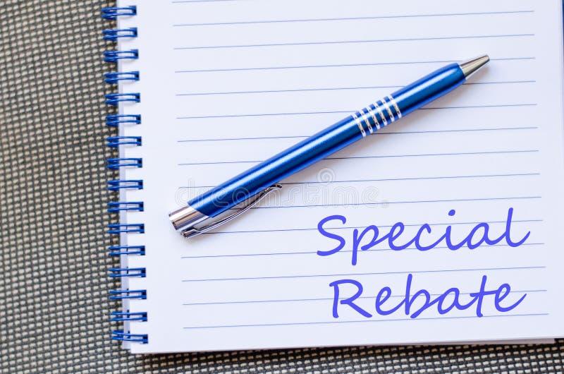 La rebaja especial escribe en el cuaderno imagenes de archivo