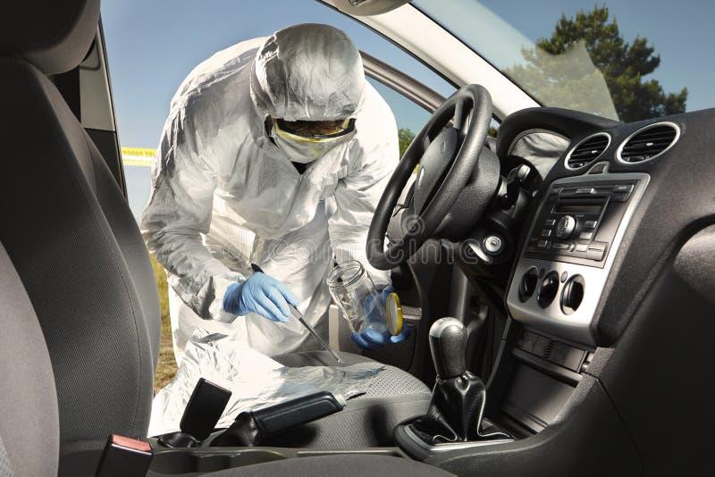La recogida del olor remonta por el criminalista del coche imágenes de archivo libres de regalías