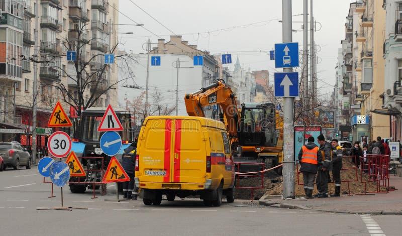 La reconstruction fonctionne dans la ville images libres de droits