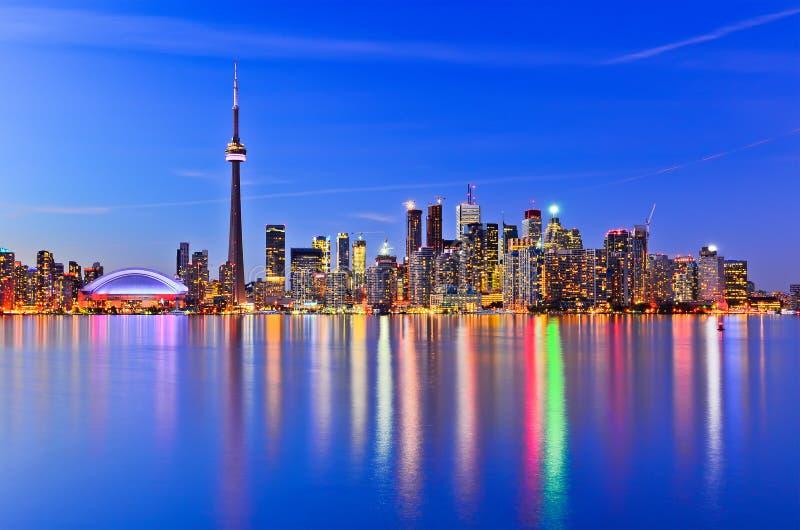 La reflexión del horizonte de Toronto fotografía de archivo libre de regalías