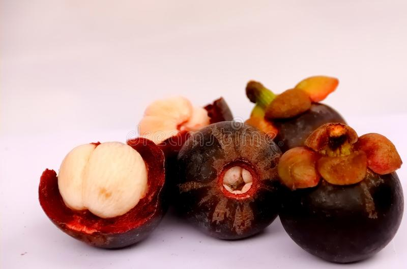 La regina aperta di manifestazione delle coperture del mangostano fruttifica delizioso fotografie stock