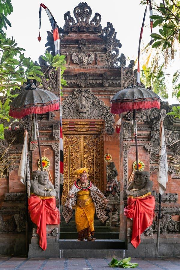 La regina compare allo studio di ballo di Sahadewa Barong in Banjar Gelulung, Bali Indonesia immagine stock
