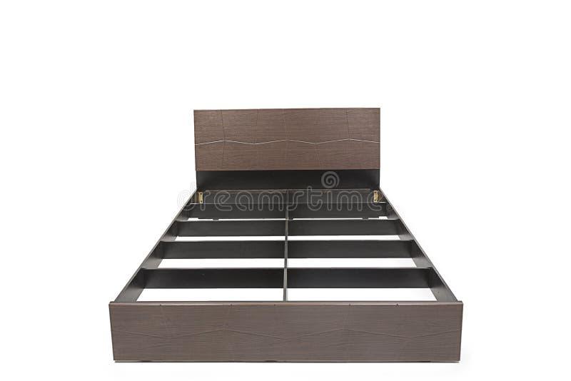 La reina clasific la cama moderna con el colch n y el - Cama moderna diseno ...