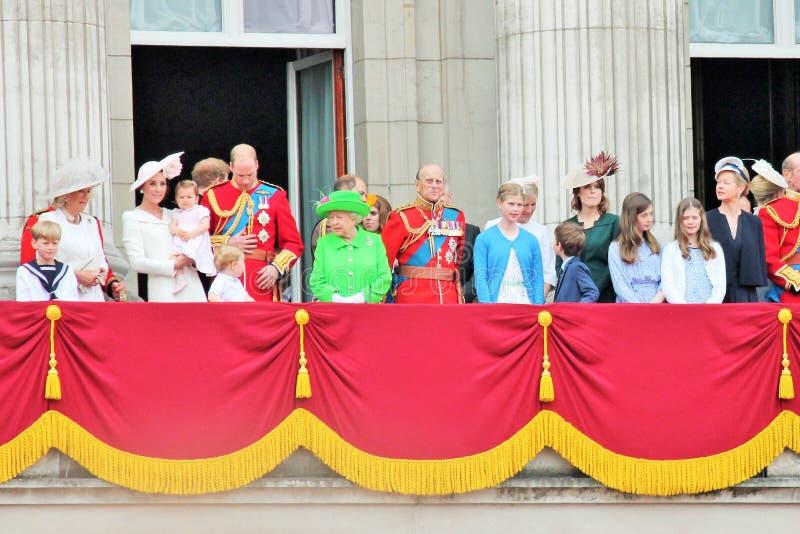 La Reine Elizabeth et famille royale, Buckingham Palace, Londres en juin 2016 - en s'assemblant le prince George William de coule image libre de droits