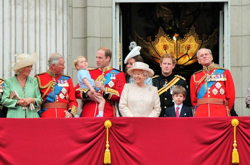 La Reine Elizabeth et prince dévastent, William, Charles, familyTrooping royal de philip du balcon 2015 de couleur photo stock